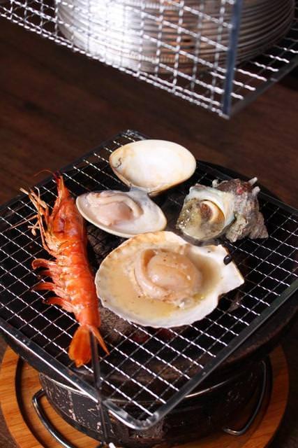 ホタテ片貝バター焼き 赤エビの串焼 サザエの壺焼 地はまぐり
