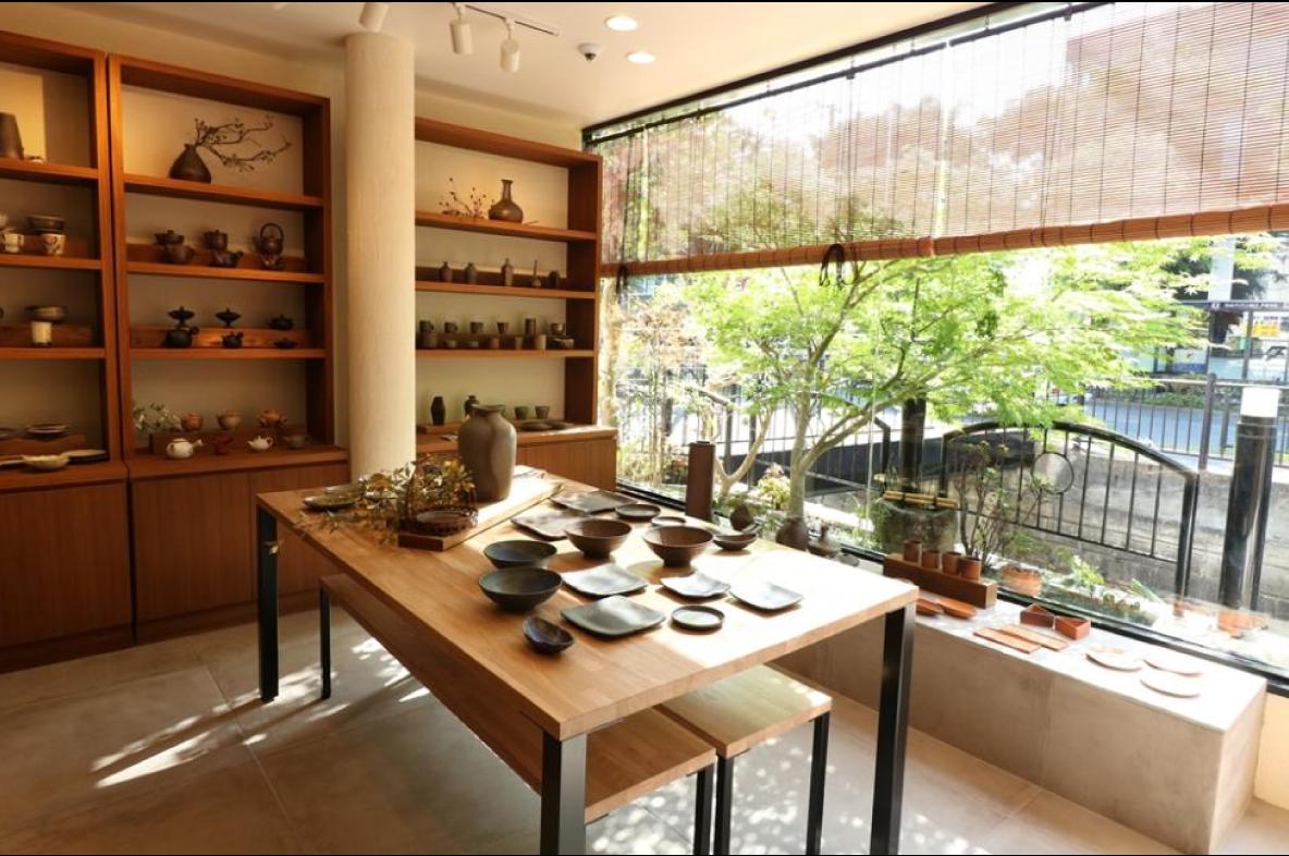 日本茶インストラクターや陶芸家のセミナーを行います。
