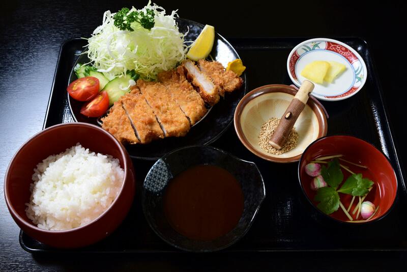 萩むつみ豚のロースカツ定食のイメージ