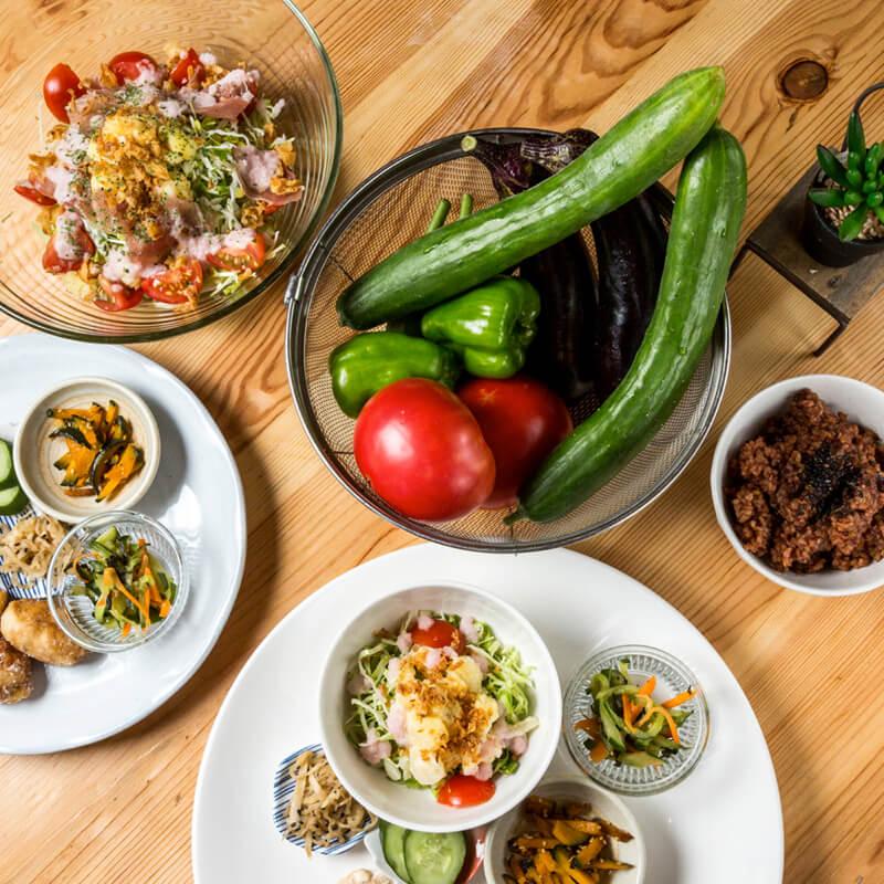 有機野菜を使った料理と手作りスイーツのイメージ