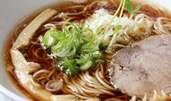 完全無化調、無添加の自慢のスープをどうぞ。「淡路島玉葱を使用」
