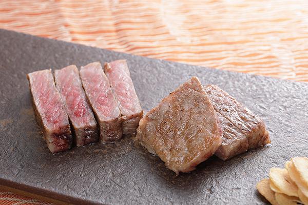 鉄板焼きの醍醐味 ステーキ 厳選の和牛を