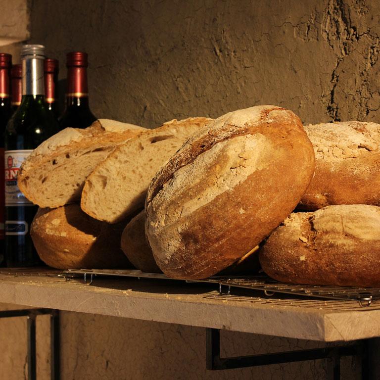 お店手作りの焼きたてパン
