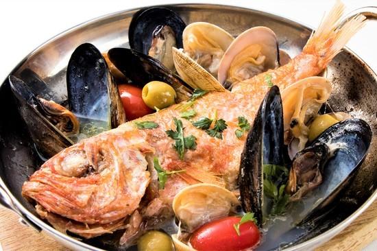 食べるべき一品 / 本日の鮮魚のアクアパッツァ