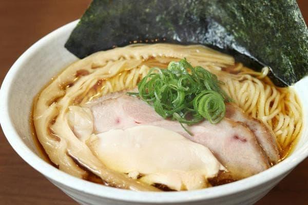 魚介×国産鶏スープの絶妙なバランス「鶏中華そば」