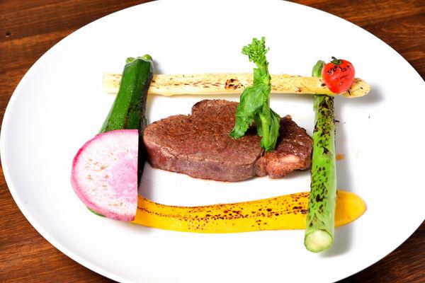 食べるべき一品/国産牛ヒレ肉のステーキシャリアピンソース