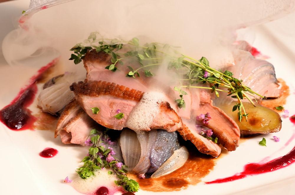 フレンチをベースに彩り豊かな洋風料理